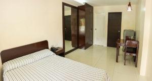 Bedroom / Dining Area